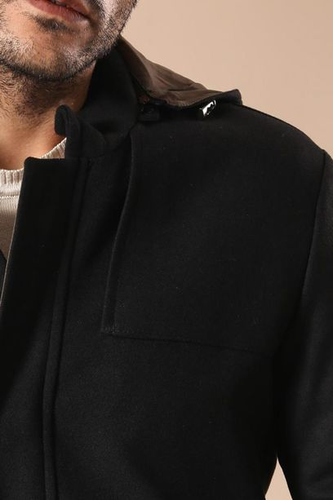Kol Fermuarlı Kapşonlu Siyah Kaban