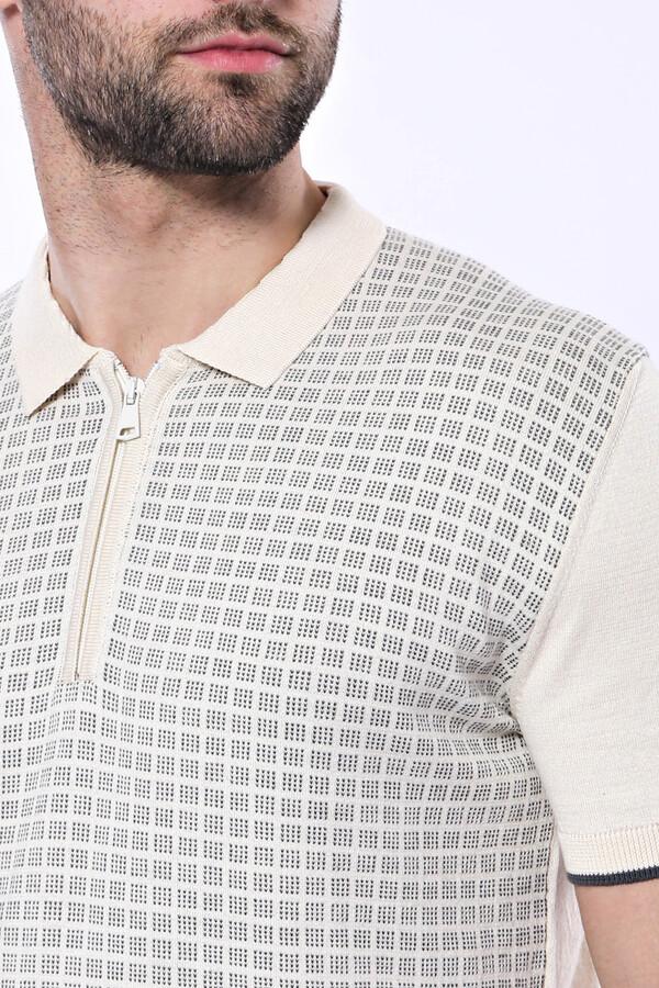 Polo Yaka Krem Desenli Fermuarlı Örme T-shirt   Wessi
