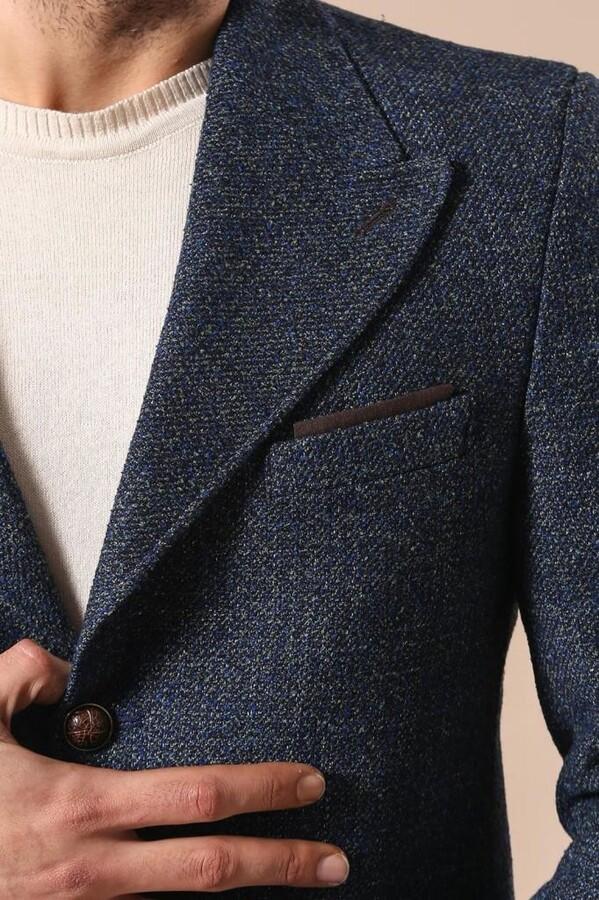 Sivri Yaka Kısa Lacivert Palto