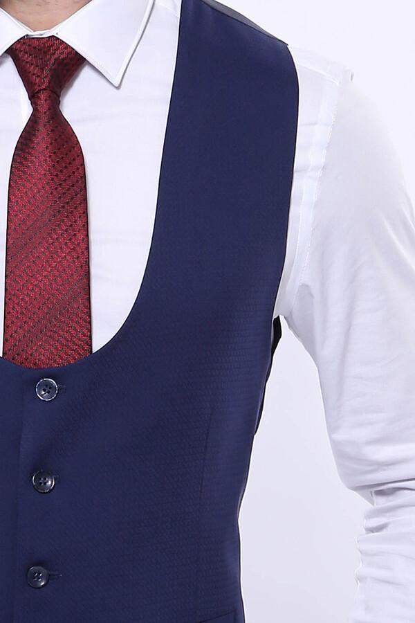 Kendinden Desenli Sivri Yaka Açık Lacivert Yelekli Takım Elbise | Wessi